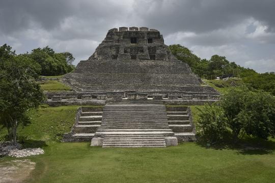 """Tempel """"El Castillo"""" in Xunantunich"""